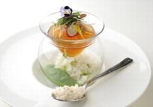 コンテスト最優秀賞メニュー「食べる冷製スープカルローズ 冷汁のイメージで…」がシェラトン都ホテル東京のロビーラウンジ「バンブー」に登場!